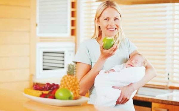 Dieta post parto per madri che allattano: cosa non deve mancare e a cosa rinunciare